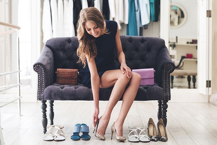 Jak zrobić wrażenie? Wybierz buty damskie na koturnie