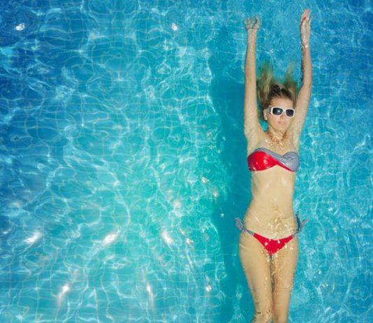Pływanie w soczewkach kontaktowych – czy jest możliwe?